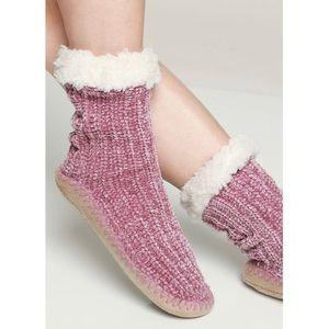 "🆕 ""Cozy Up"" Chenille Plush Slipper Socks"